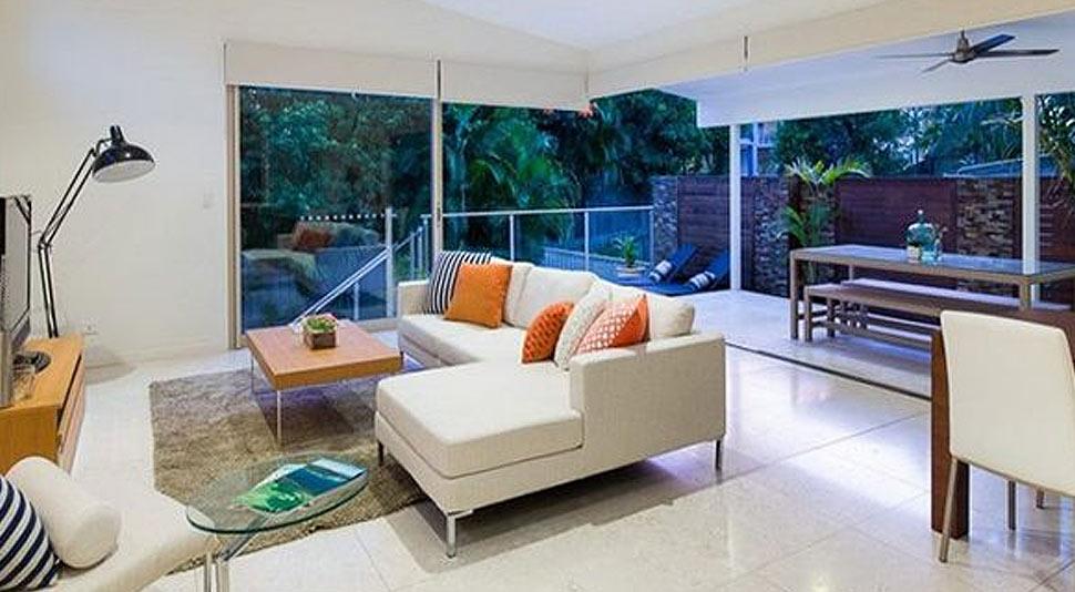 แบบบ้านเดี่ยวดีไซน์ร่วมสมัย เน้นความโปร่งสบาย ด้วยห้องนั่งเล่นแบบ Open Air