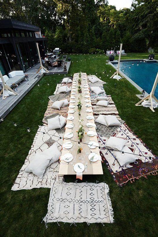 จัดปาร์ตี้มื้อค่ำในสวน