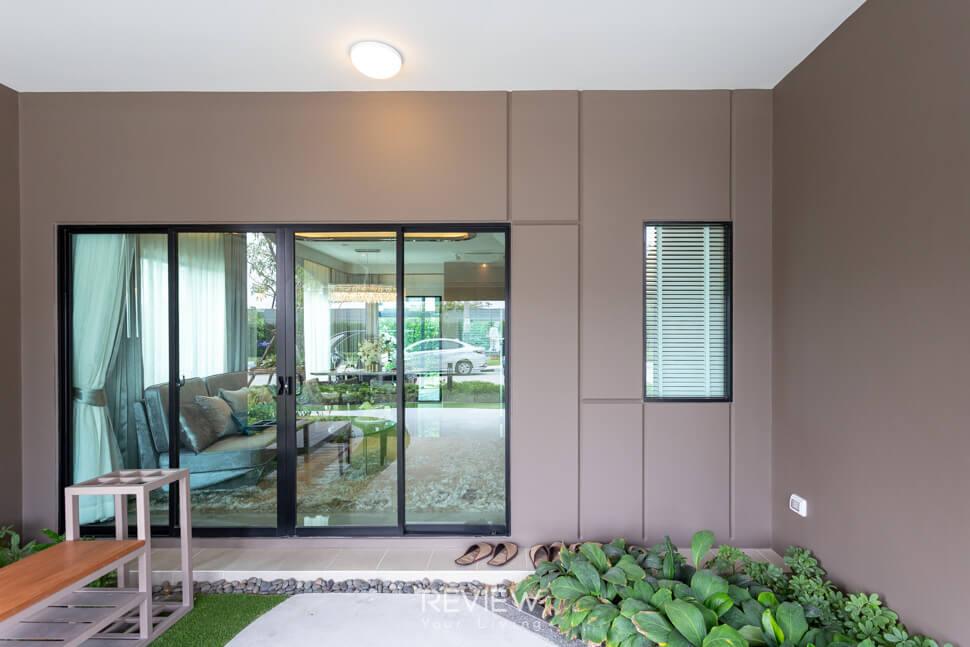 หน้าบ้าน ทาวน์โฮม รามอินทรา บ้านกลางเมือง รามอินรา