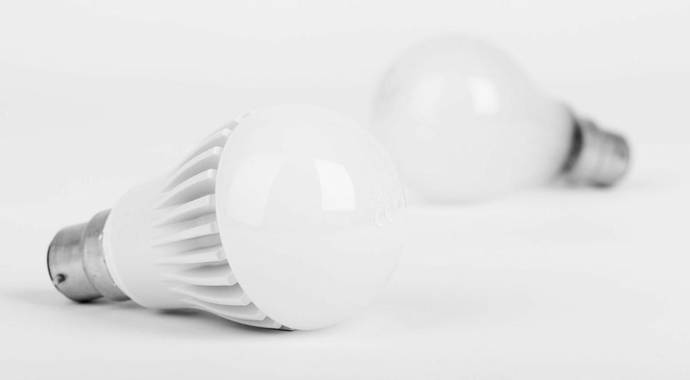 หลอดไฟ LED คืออะไร มีข้อดีข้อเสียอะไร