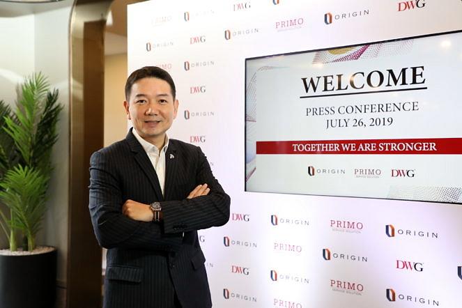 01 นายพีระพงศ์ จรูญเอก ประธานเจ้าหน้าที่บริหาร บริษัท ออริจิ้น พร็อพเพอร์ตี้ จำกัด (มหา