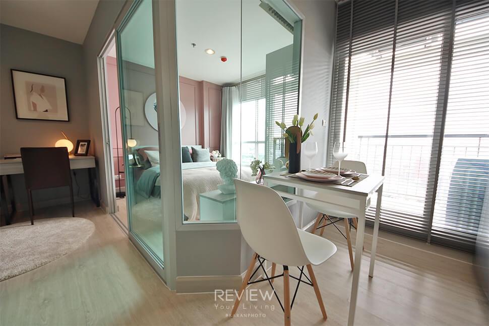 ห้องนอน Type B กั้นด้วยกระจกเข้ามุม คอนโด Aspire Ngamwongwan