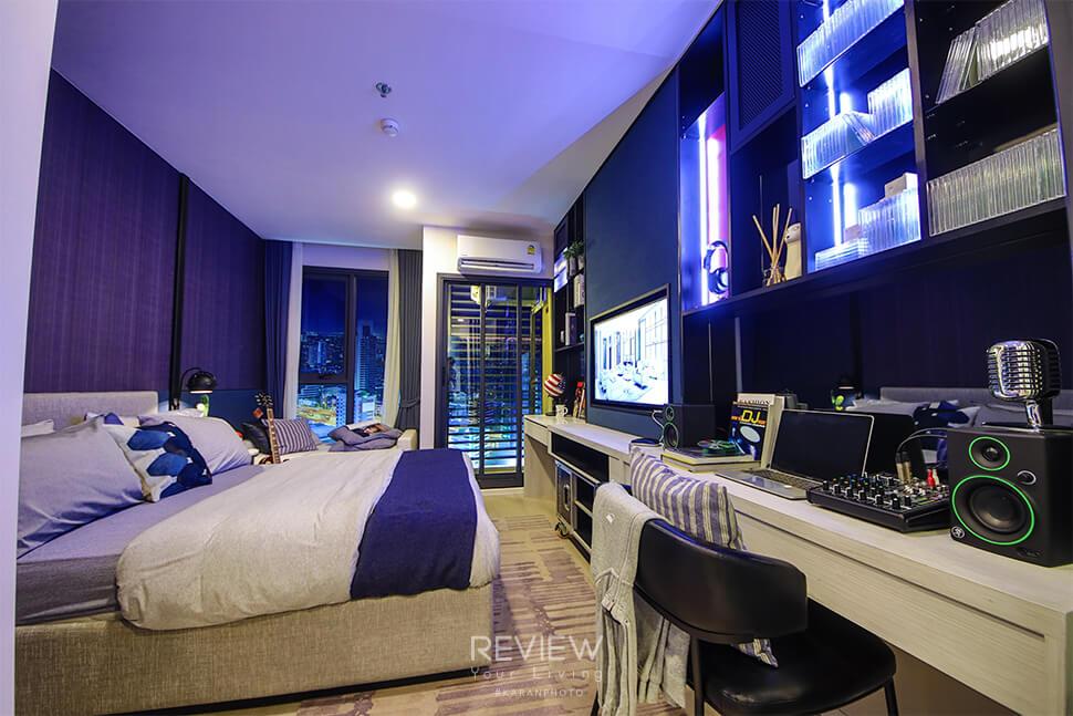 ห้องนอนพร้อมบิ้วอินเฟอร์นิเจอร์ Studio 22.5 ตร.ม.คอนโด Denim Jatujak
